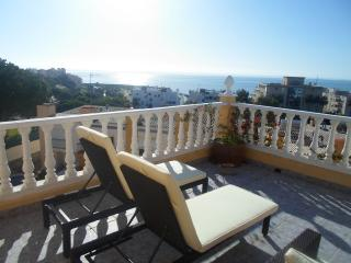 3 bed Townhouse with shared pool and roof terrace, Estepona