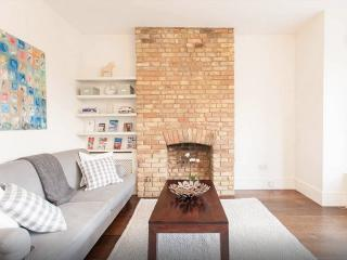 Great Central Location -2 bedroom victorian flat, Londres