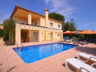 VILLA GIO: 100m to the sea, private pool, bbq, Calpe