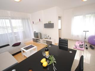 Purple River stylish apartment in Split suburb, Podstrana