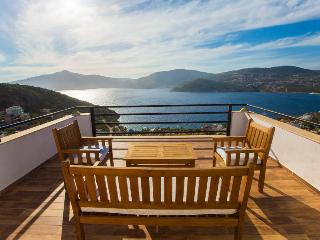 Family Friendly Villa with infinity pool., Kalkan