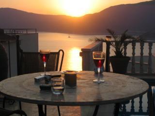 Villa With Private Pool And Sea Views.Sleeps 6, Kalkan