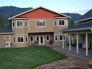 7500 Sq. Ft. Luxury Living, Heated Indoor Pool, Kalispell