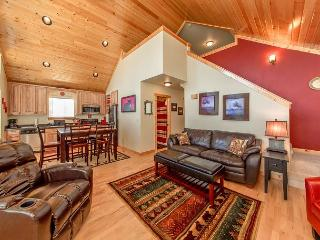 Cozy, New Cabin in Roslyn Ridge!  WiFi | Slps 7 | Seasonal Specials!, Ronald