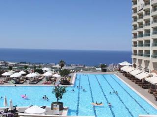 Luxury 2 Bed Apartment in Resort, Alanya