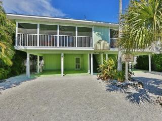 Beachside getaway with heated pool, Siesta Key