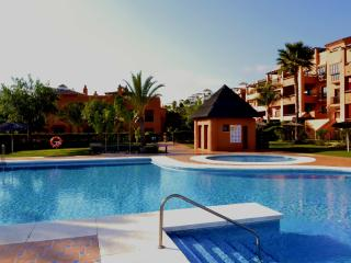 Spacious duplex penthouse,several pools,near golf