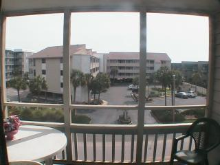 Beautiful and Comfortable Condo in Pelican's Watch