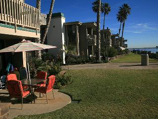D29 - Beachfront Bungalow, Oceanside