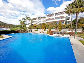 Comfortable three bedroom ground floor apartment on Los Arqueros golf resort