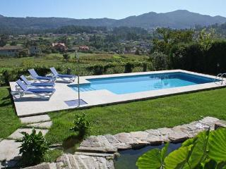 230 Large villa with shared pool near Baiona