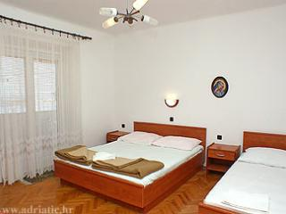 Nice room Bisky for 3 people by the sea