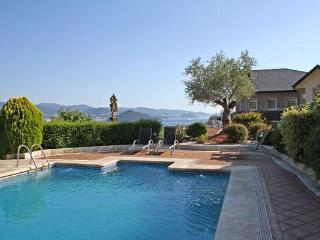 229 Beautiful villa with pool and sea views, Poio