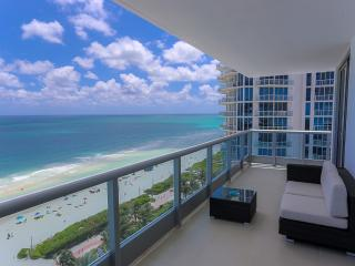 Superior Miami beach ocean front apt. FREE PARKING, Miami Beach