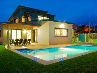228 Modern villa near spectacular beach, Cangas do Morrazo