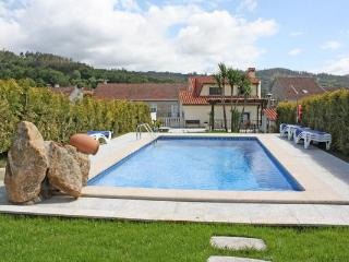 311 Large villa with pool in a pretty rural village, A Estrada