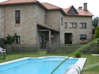 312 Lovely country villa with shared pool, A Estrada