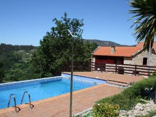 342 Rural house with views and pool, Ponte Caldelas