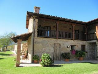 335 Villa with pool near the river, Tui