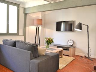BEAUTIFUL RENOVATED APT, IN OLD TOWN QUIET AREA