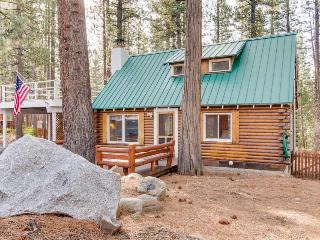 Pet-friendly cabin getaway with a private sauna, hot tub!, Kings Beach