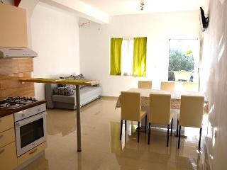 Big and shiny apartment for 6 people, Novalja