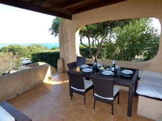Villa Vista 80mt from beach free Wifi, Air-con, Stintino