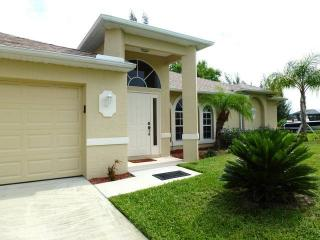 Marita's Place - Boat Dock and Solar Heated Pool, Cape Coral