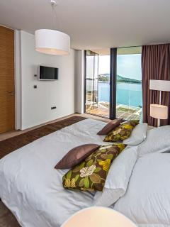 Bedrooms with sea view