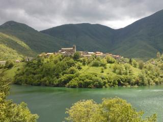Tuscany-Charming House on the lake in Vagli Sotto
