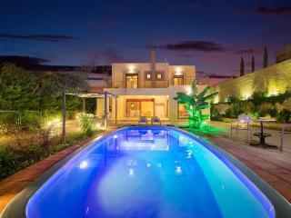 Paradise Villa sleeps up to 6, Afando