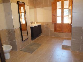 Brand New Renovated Bathroom - Looks stunning!!