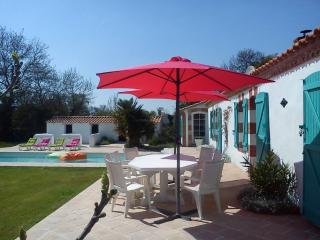 Two-bedroom house with heated pool, Sallertaine