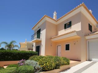 Vivenda Mendes 77, com 3 Quartos, piscina, churrasqueira e garagem privadas, Alcantarilha