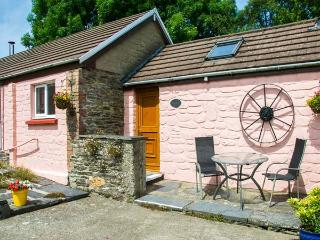 THE STABLE, single-storey, woodburner, shared use of swimming pool, romantic bas
