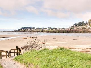 Oceanfront, pet-friendly suite - coastal decor, great views!, Yachats