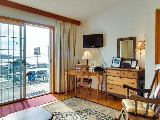 Dog-friendly studio suite w/amazing ocean views! Walk to beach, eateries, more!, Yachats