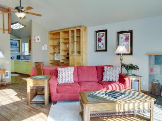 Cozy dog-friendly condo with loft near the beach! Enjoy ocean views & more!
