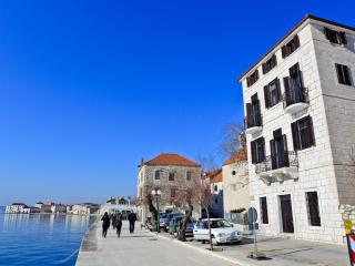 Luxury Apartments Perko 4+2, Kastel Stari