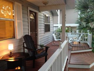 Adorable Naples Beach Cottage - Remodeled Turnkey!, Napoli