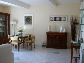 Central charming 4-5beds Apart, 700mt from beach