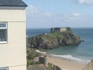 ST MARY'S COURT No.3 Tenby, Pembrokeshire.  Sleeps 4  & 1 child.  Wifi.