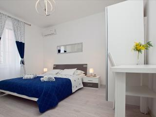Guest house LETA (White suite/room), Split