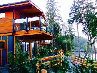 Wickham's Wake Oceanfront Rental, Port Renfrew