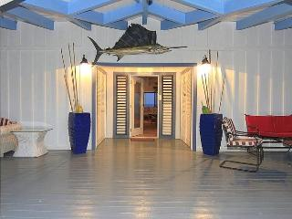 Moonshadow Villa - Ideal for Couples and Families, Beautiful Pool and Beach