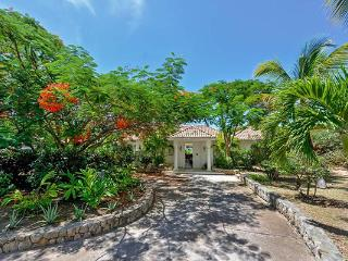Creole- style villa with sunset views and pool. C LAP, Terres Basses