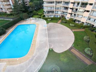 Spacious apartment in quiet residence with pool, La Napoule