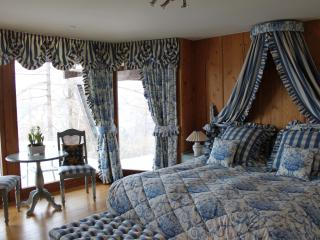 Romantic Bedroom in Luxury chalet, Nendaz