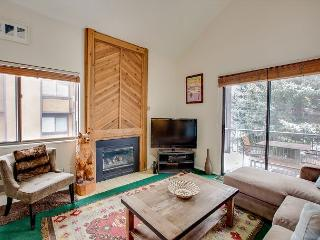 1 Minute to Ski Lifts! 3BR w/ Pools, Hot Tubs, Volleyball & Tennis Courts