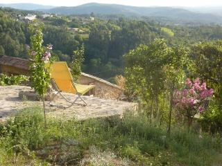 Dorpshuis dichtbij kust, bos en stad, Miranda do Corvo